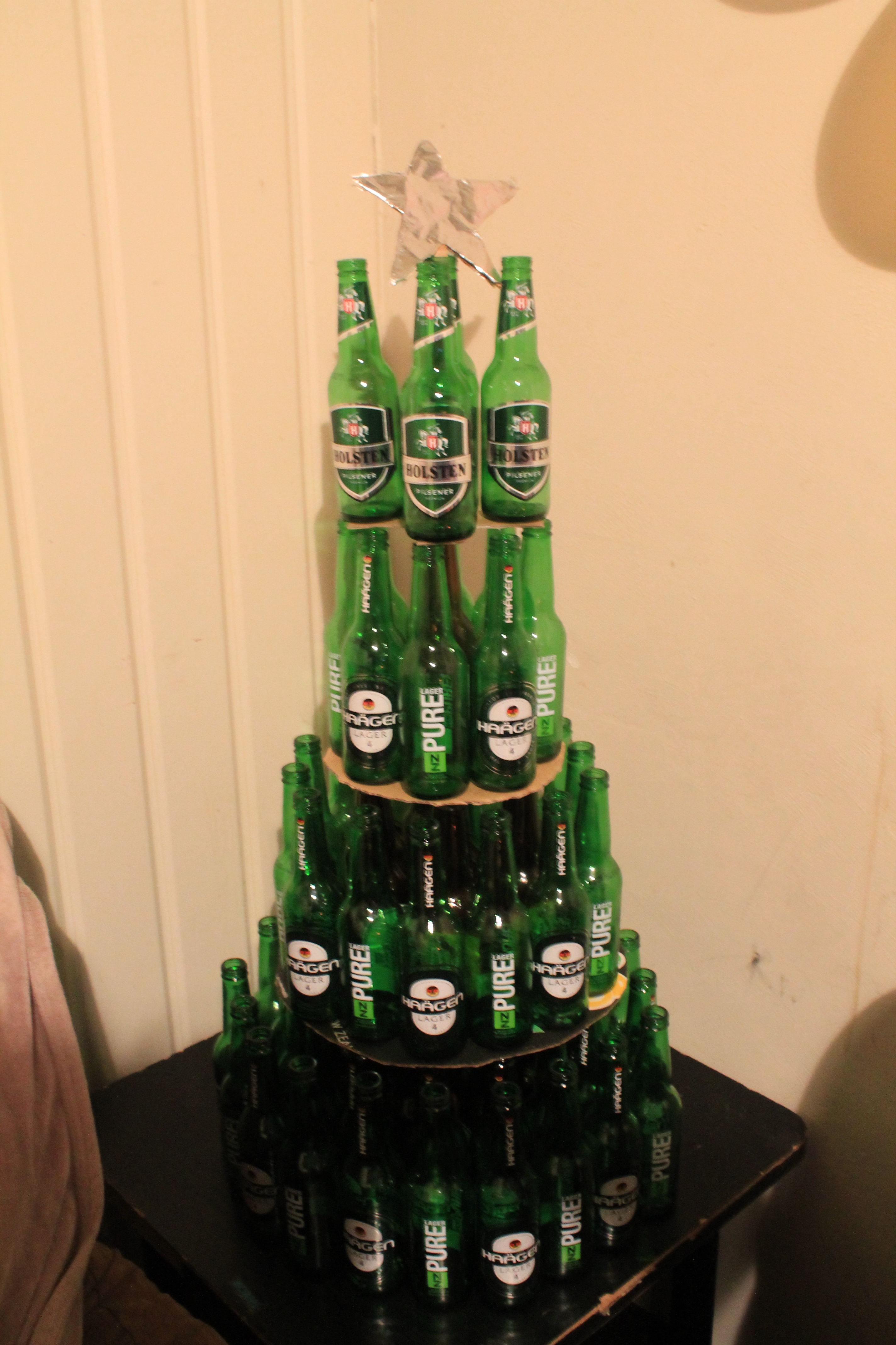 How Australians REALLY celebrated Christmas and Boxing Day ... |2946 Beer Bottle Christmas Tree